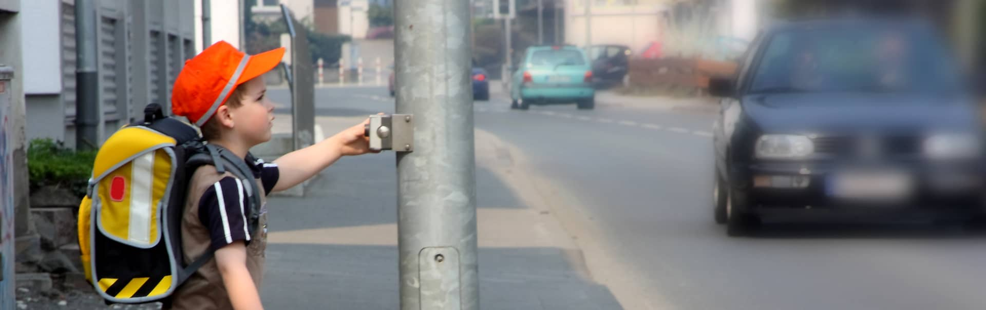 Unfall am Bordstein: Haftung liegt bei Autofahrer*innen